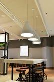 Moderne keuken in een luxehuis Stock Afbeeldingen