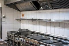 Moderne keuken in het restaurant royalty-vrije stock afbeeldingen