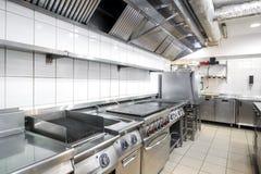 Moderne keuken in het restaurant stock fotografie