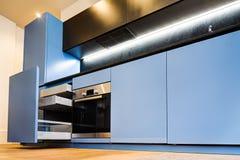 Moderne keukenkasten Royalty-vrije Stock Afbeeldingen