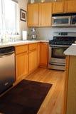Moderne keukenkasten in eik Stock Foto's