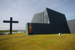 Moderne Kirche Blonduoskirkja-yngri Stockfotos