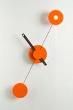 Moderne klok op een muur Stock Fotografie