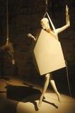 Moderne Kunst gemacht mit hängenden Attrappen Stockfotografie