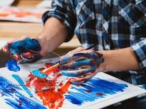 Moderne kunstacademiestudent die vaardigheden beheersen royalty-vrije stock fotografie