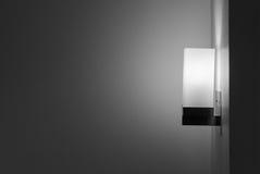 Moderne Lampe auf der Wand Stockfotos