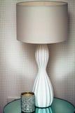 Moderne Lampe und Kerze Lizenzfreie Stockbilder