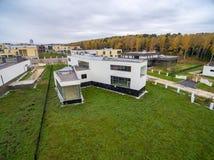 Moderne Landhäuser im Bau Stockfotos