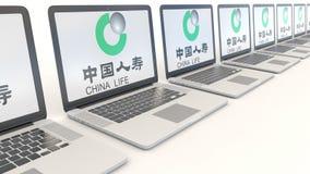 Moderne laptops met de Verzekeringsmaatschappijembleem van China Life Computertechnologie conceptuele redactie4k klem, naadloze l vector illustratie