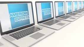 Moderne Laptops mit American Express-Logo Wiedergabe des Computertechnologiebegriffsleitartikels 3D Lizenzfreie Stockfotografie
