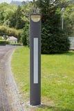 Moderne Laterne auf der Straße zum Restaurant stockfotografie