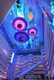 Moderne LED, die Handelspiazzainnenraum des modernen Bürogebäudes, moderne Geschäftsgebäudehalle, inneres Handelsgebäude beleucht Stockfoto