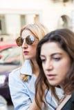 Moderne Leute an Milan Men-` s arbeiten Woche um Lizenzfreie Stockfotografie