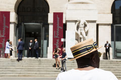 Moderne Leute an Milan Men-` s arbeiten Woche um Stockfoto