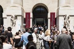 Moderne Leute an Milan Men-` s arbeiten Woche um Lizenzfreie Stockfotos