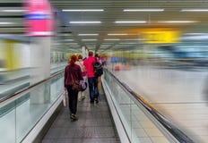 Moderne luchtdienst in de luchthaven voor mede passagiers en bagage, stock afbeeldingen