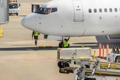 Moderne luchtdienst in de luchthaven voor mede passagiers en bagage, royalty-vrije stock afbeelding