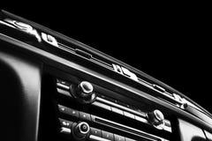 Moderne Luxesportwagen binnen Binnenland van prestigeauto Zwart leer Auto het detailleren dashboard Media, klimaat en navigatie c stock afbeelding