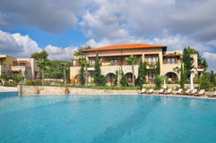 Moderne luxevilla met zwembad Stock Foto's