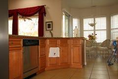 Moderne luxuriöse Küche lizenzfreies stockfoto