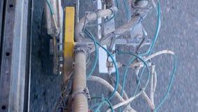 Moderne Maschinensprayfarbe auf Asphalt während der Markierung stock video footage