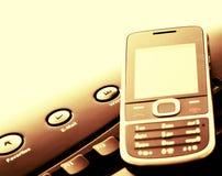 Moderne mededeling - mobiele telefoon en e-mail Stock Foto's