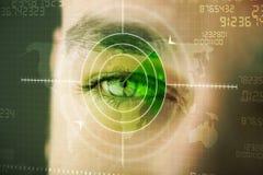 Moderne mens met het doel militair oog van de cybertechnologie royalty-vrije stock fotografie