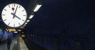 Moderne metro trein die aan de post aankomen stock video
