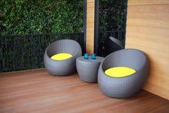 Moderne meubilair plastic rieten stoelen Stock Afbeelding