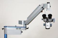 Moderne microscoop royalty-vrije stock fotografie