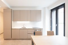 Witte Minimalistische Woonkeuken : Moderne minimalistische keuken stock images photos