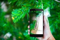 Moderne mobiele telefoon in de hand Royalty-vrije Stock Afbeeldingen