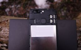 Moderne mobiele telefoon met het grote scherm, close-up en assemblagedetails royalty-vrije stock foto