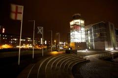 Moderne noordelijke eurorpean stad bij nacht stock foto