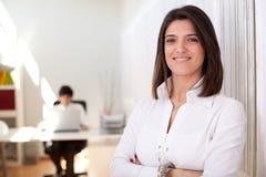 Moderne onderneemster op haar kantoor Royalty-vrije Stock Afbeeldingen
