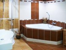 Moderne ontwerperbadkamers Stock Foto