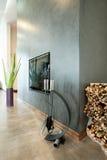 Moderne open haard in luxueus huis Royalty-vrije Stock Fotografie
