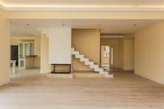 Moderne open haard in nieuw leeg huis stock afbeeldingen