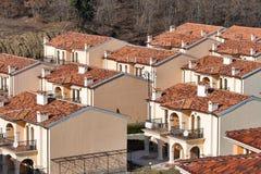 Moderne plattelandshuisjes voor huur in de zomertoevlucht Royalty-vrije Stock Afbeeldingen