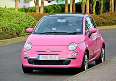 Moderne pret roze kleine auto Stock Afbeeldingen