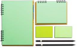Moderne Proben des Briefpapiers, der Notizbücher, der Aufkleber und der Bleistifte Lizenzfreies Stockbild