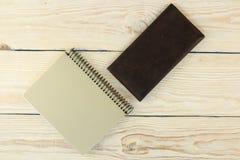 Moderne Proben des Briefpapiers, der Notizbücher, der Aufkleber und der Bleistifte Stockfoto