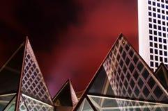 Moderne Pyramiden Stockbild