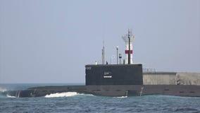 Moderne raketonderzeeër op zee stock videobeelden