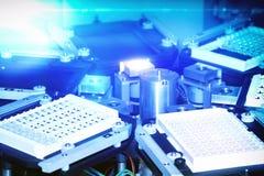 Moderne robotical machine voor van de centrifugebloed en urine het testen Stock Afbeelding