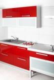 Moderne rode keuken Royalty-vrije Stock Fotografie