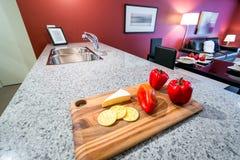 Moderne rode keuken Royalty-vrije Stock Afbeelding