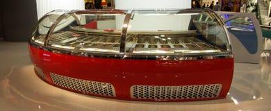 Moderne rote Schaukastenbildschirmanzeige Stockfoto