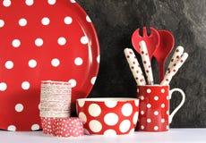 Moderne rote und weiße Polka Dot Kitchen Lizenzfreies Stockbild