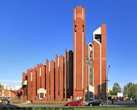 Moderne sacral architectuur - St Thomas Apostle kerk in Warshau, Polen Stock Afbeelding